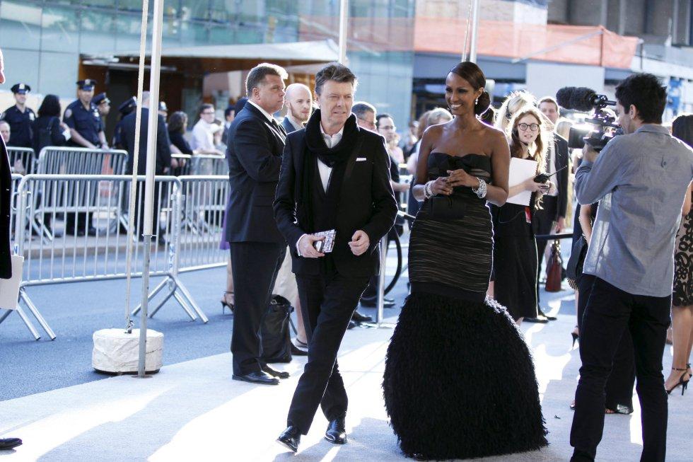 David Bowie y su mujer, Iman, llegan al Coucil of Fashion Designers of America de Nueva York, el 7 de junio de 2010.