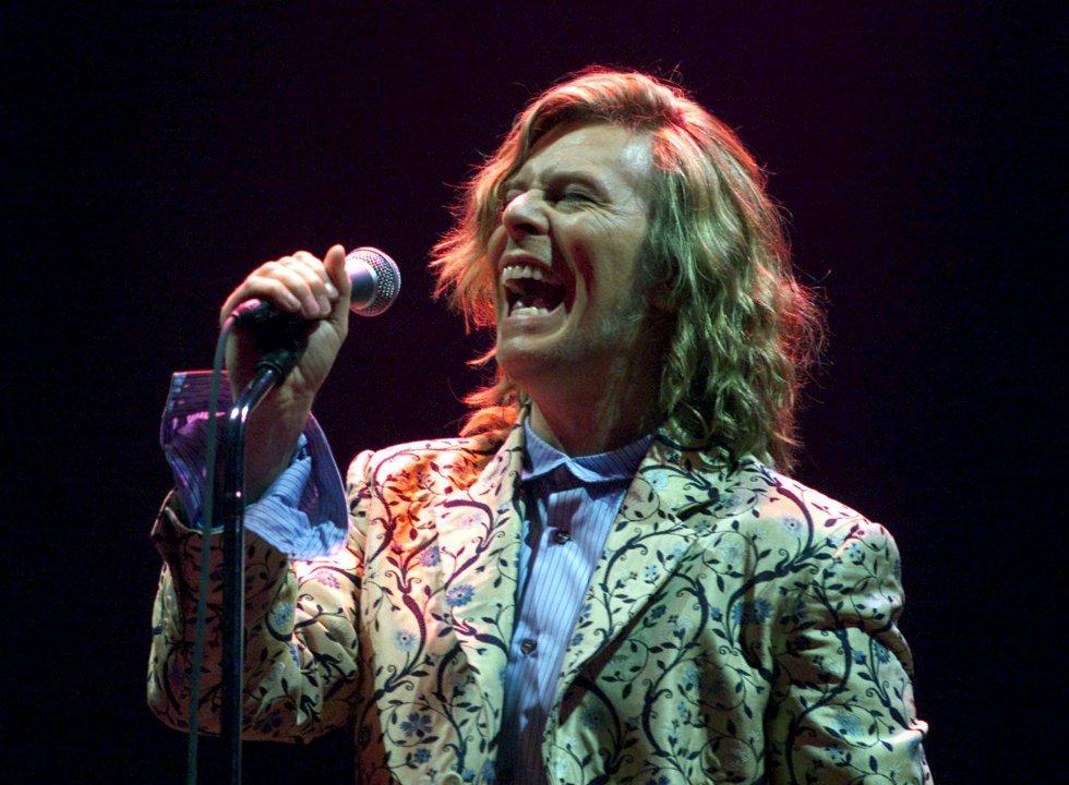 David Bowie actúa en el festival de Glastonbury el 25 de junio de 2000.