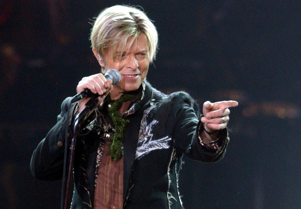 Fotografía de archivo tomada el 16 de octubre de 2003 que muestra al músico británico durante un concierto en el Color Line Arena en Hamburgo (Alemania).