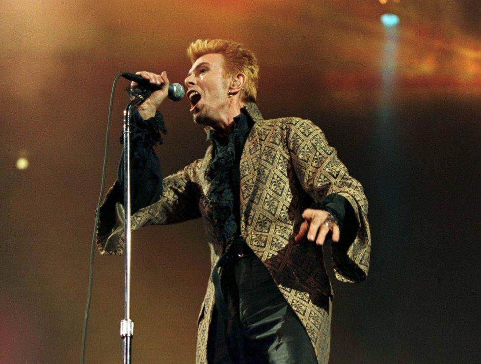 David Bowie, durante un concierto en el Madison Square Garden de Nueva York el 9 de enero de 1997.