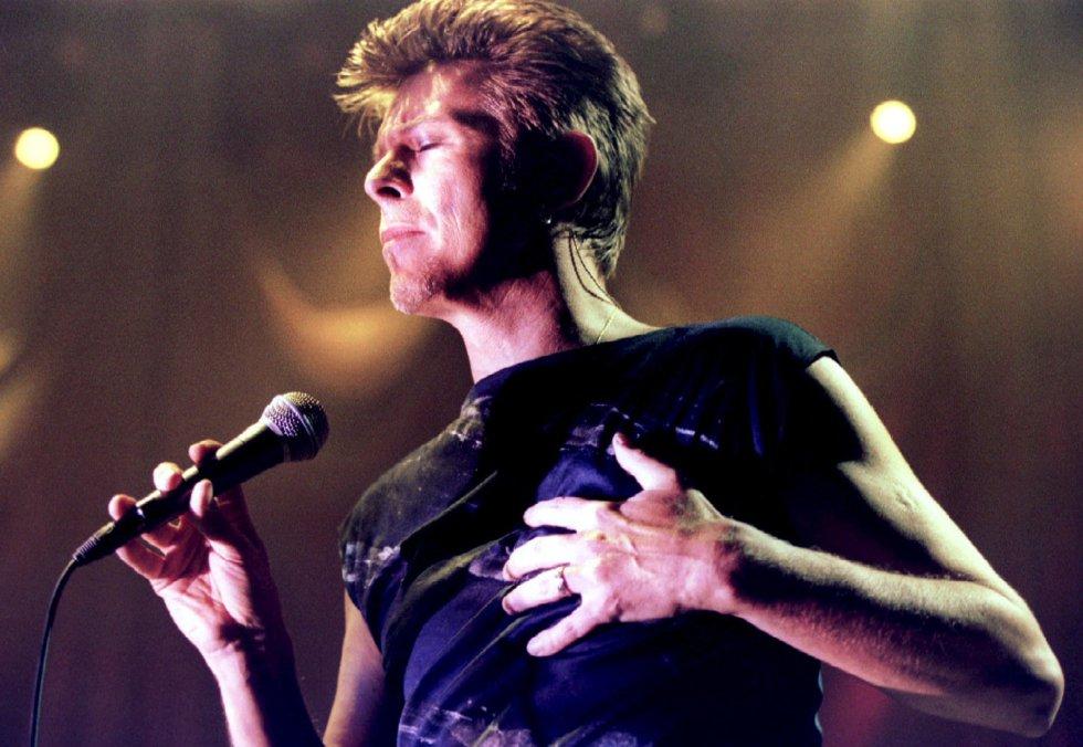 David Bowie, durante una actuación en Viena el 4 de febrero de 1996.