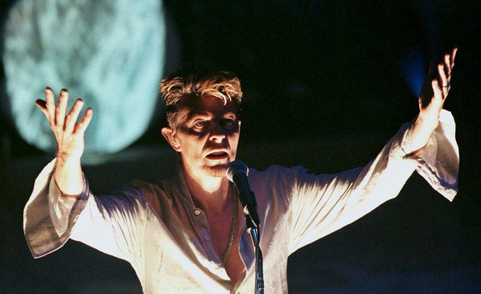David Bowie, durante una actuación en el Vic Theater de Chigaco, el 19 de septiembre de 1997.