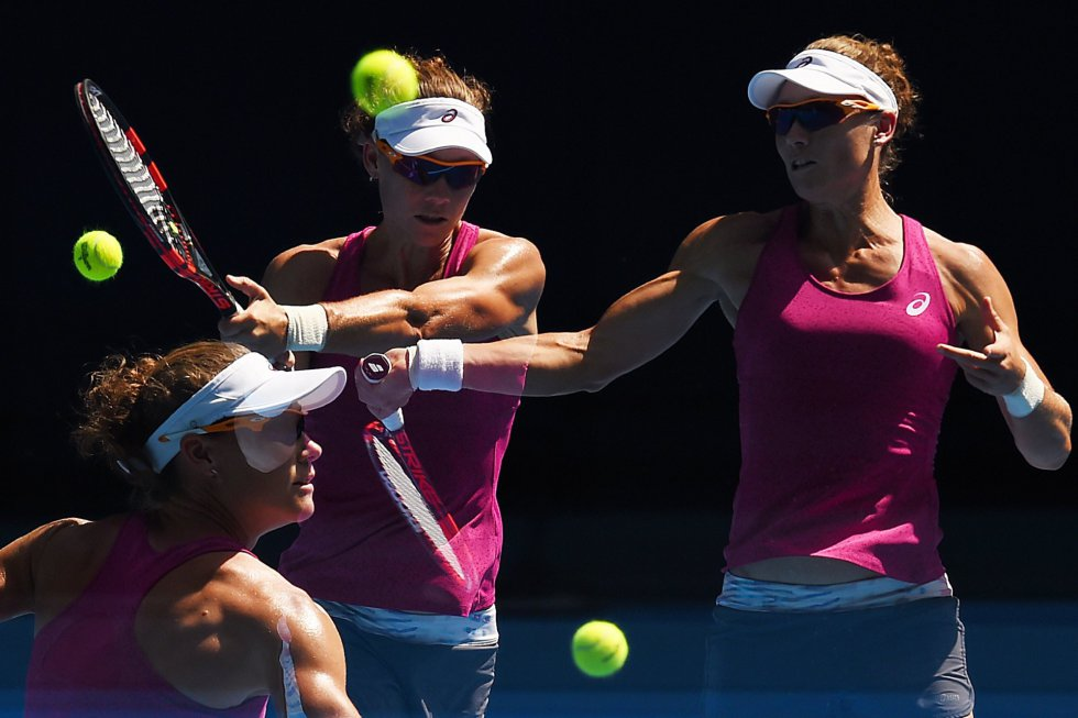 La tenista australiana Samantha Stosur juega en el Open de Australia.