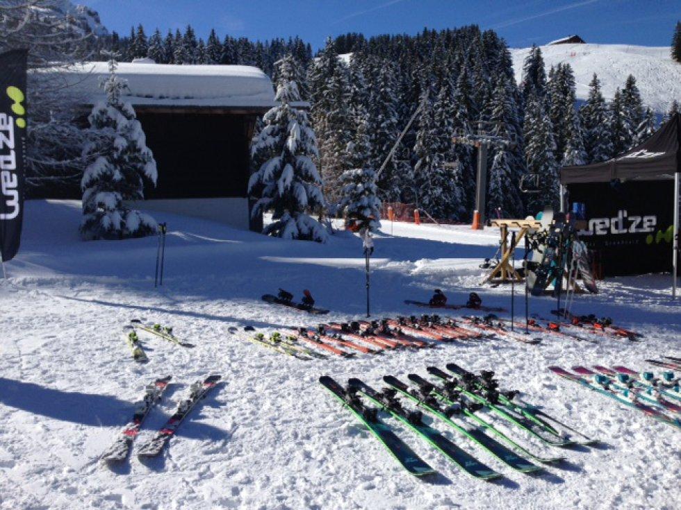 Parte de la selección de esquíes que probamos en la estación francesa de Megève.
