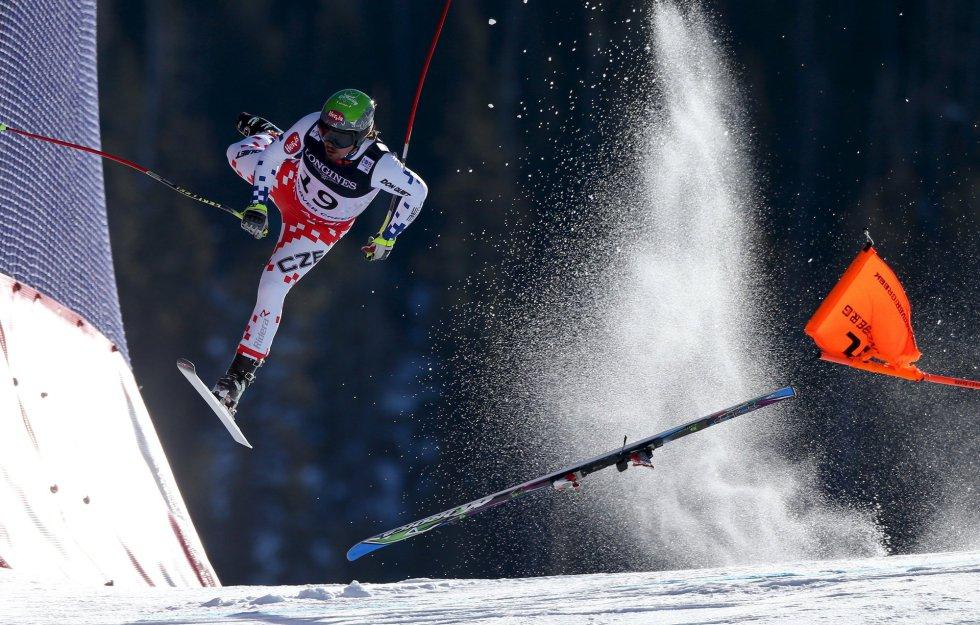 Primer premio en la categoría 'Deporte'. Caída de Ondrej Banco, esquiador de la República Checa, durante la carrera de descenso alpino del combinado en el campeonato del mundo de FIS, en Beaver Creek, el 8 de febrero de 2015.