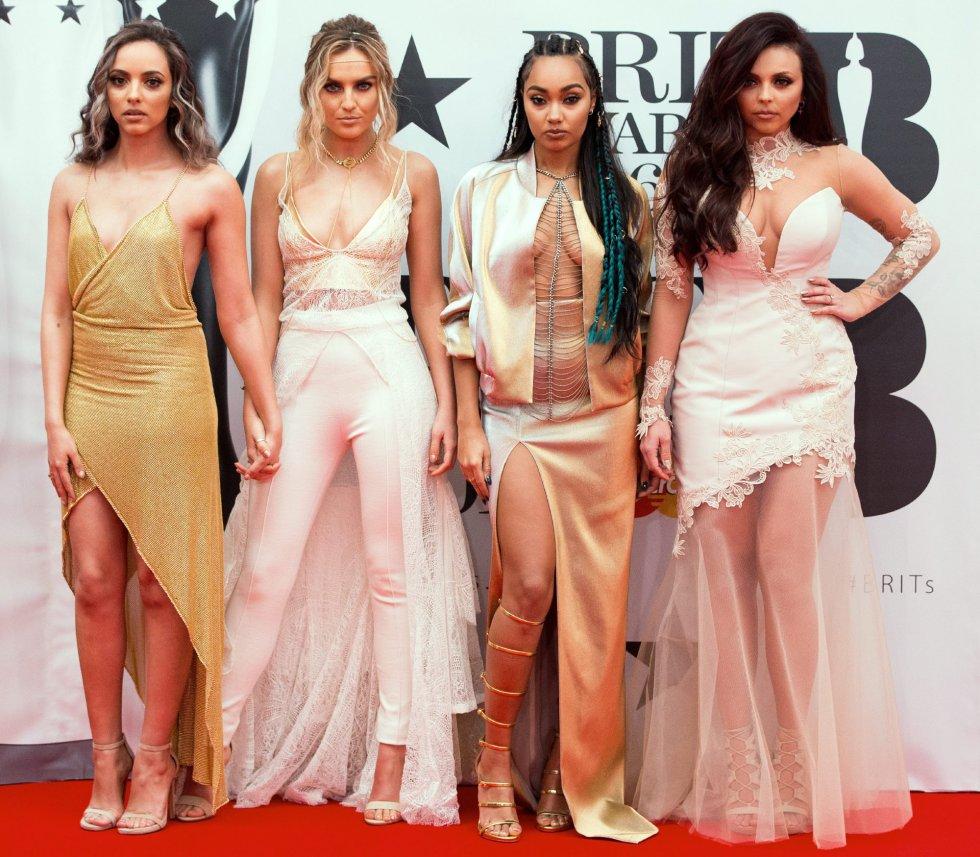 Desde la izquierda, Jade Thirlwall, Perrie Edwards, Leigh-Anne Pinnock y Jesy Nelson, de Little Mix, posan a su llegada para la entrega de los premios Brit Awards 2016.