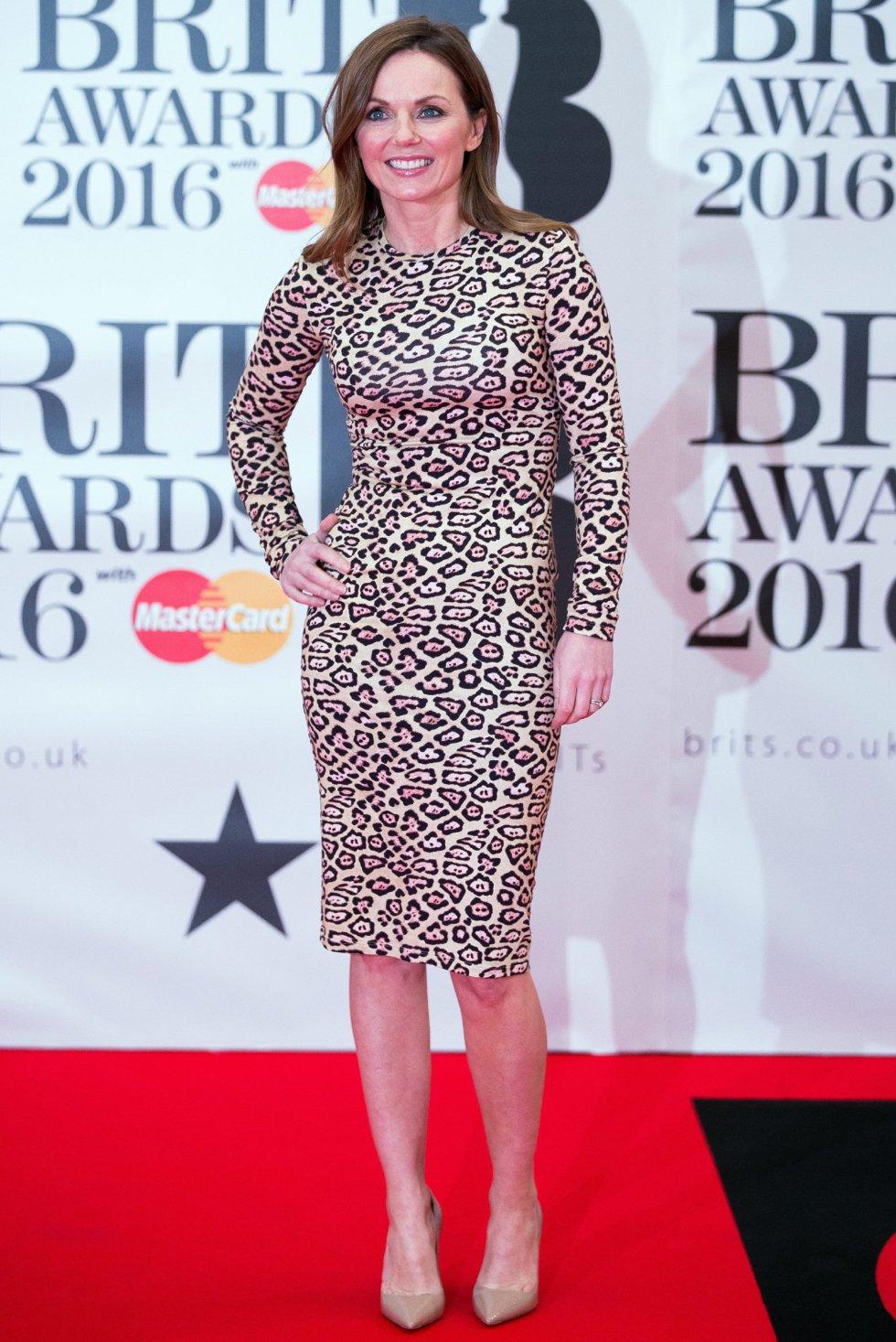 Geri Horner, cantante, posa a su llegada para la entrega de los premios Brit Awards 2016 en la O2 Arena de Londres (Reino Unido).