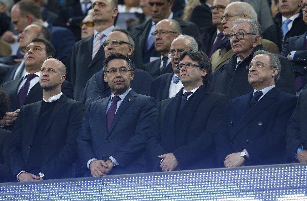 Jordi Cruyff, junto a los presidentes del Barcelona, Bartomeu, y del Real Madrid, Florentino, entre los que está el presidente de Cataluña, Carles Puigdemont.