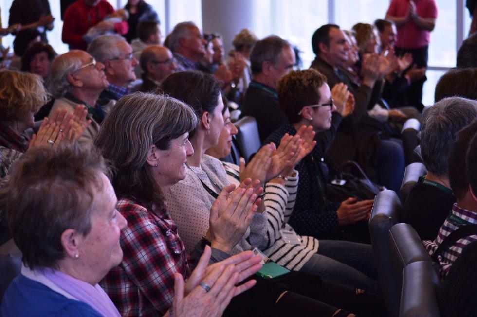 Público en la Torre Iberdrola viendo el programa Hoy por Hoy