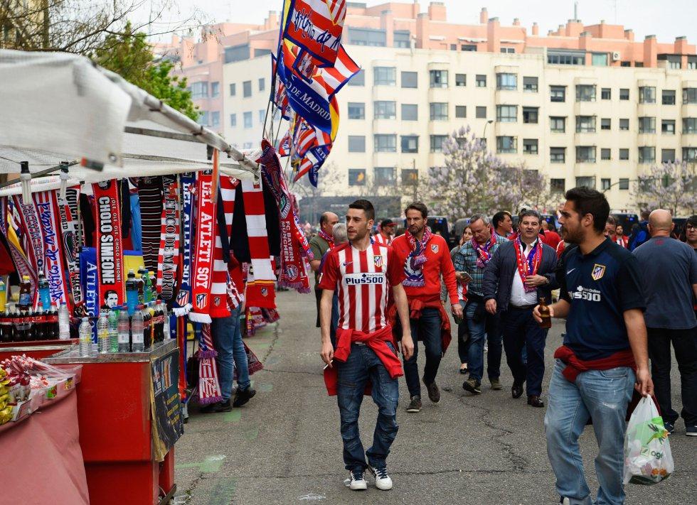 Fans del Atlético, antes del duelo europeo