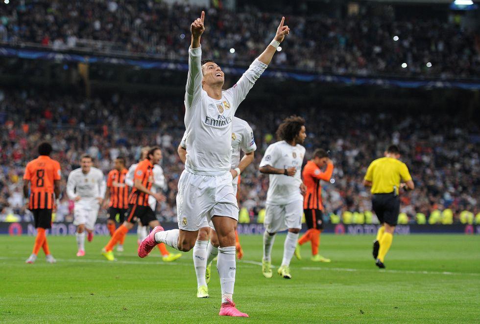 Cristiano Ronaldo, con dos goles de penalti y un tanto de cabeza, empezó su idilio goleador con la Champions con un triplete ante el Shakhtar Donetsk