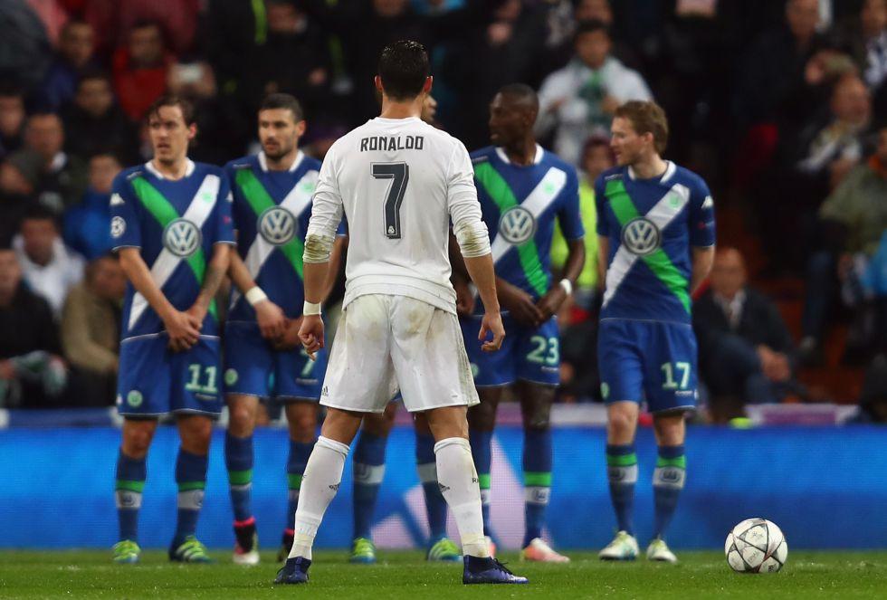 Cristiano Ronaldo marcó los tres goles de una noche mágica en el Bernabéu, que se vistió de remontada una vez más