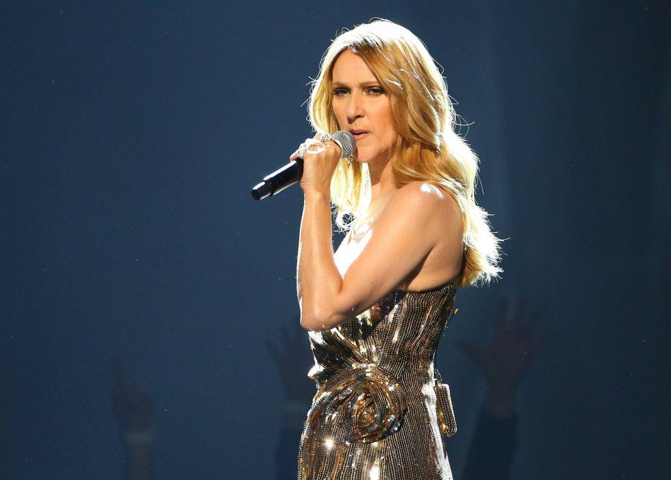 Celine Dion llevó a cabo una versión del tema de Queen The Show Must Go On.