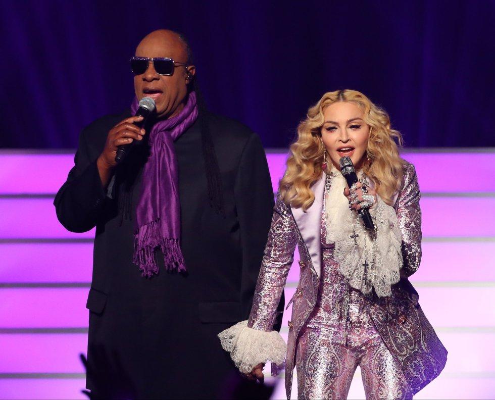 Stevie Wonder formó dueto con Madonna para entornar la mítica 'Purple Rain' de Prince.