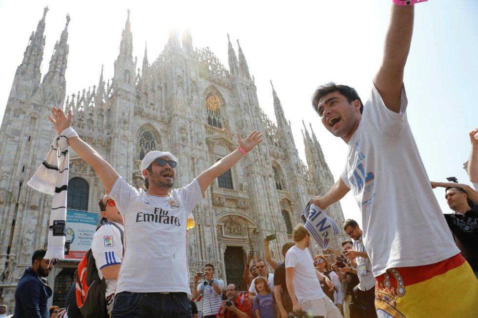 La Plaza del Duomo de Milán, uno de los sitios más frecuentados por los aficionados del Real Madrid y del Atlético