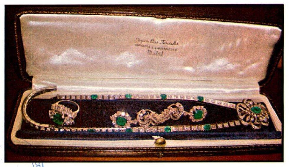 Juego de colgante, anillo y pendientes de la caja fuerte del Banco de Sabadell, propiedad de Miguel Trevor Langdon.