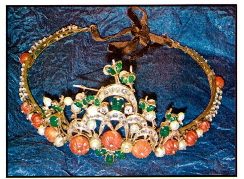 Tiara de piedras preciosas propiedad de Miguel Trevor Langdon.