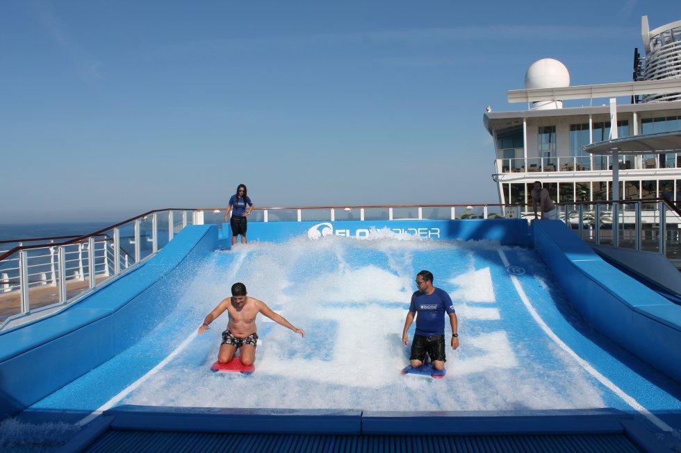 El crucero cuenta con dos simuladores de surf 'FlowRider'