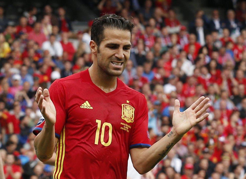Cesc Fabregas se lamenta de una ocasión del partido.