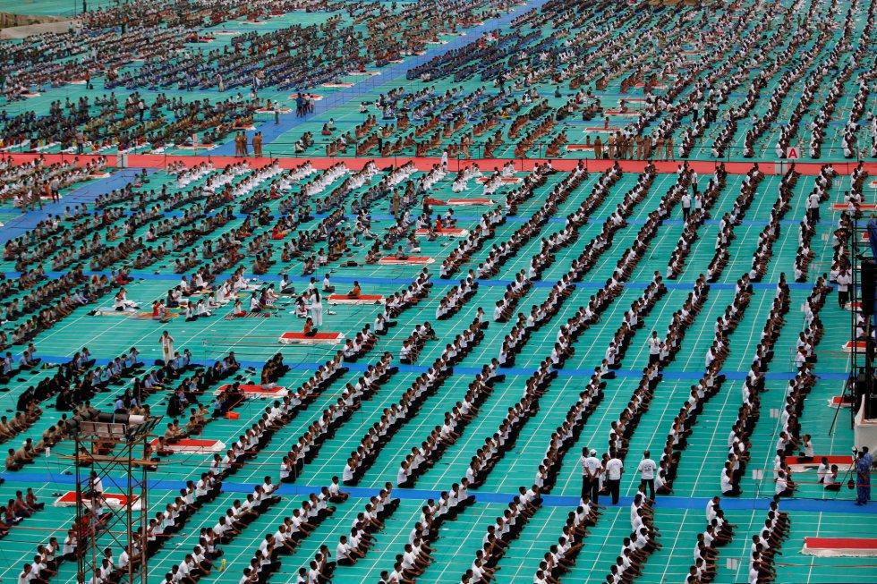 Día Internacional del Yoga en Ahmedabad, India. El Día Internacional del Yoga fue establecido en diciembre de 2014 por la Asamblea General de la ONU y se celebra cada 21 de junio.