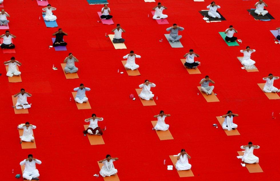 Día Internacional del Yoga en Ahmedabad, India.