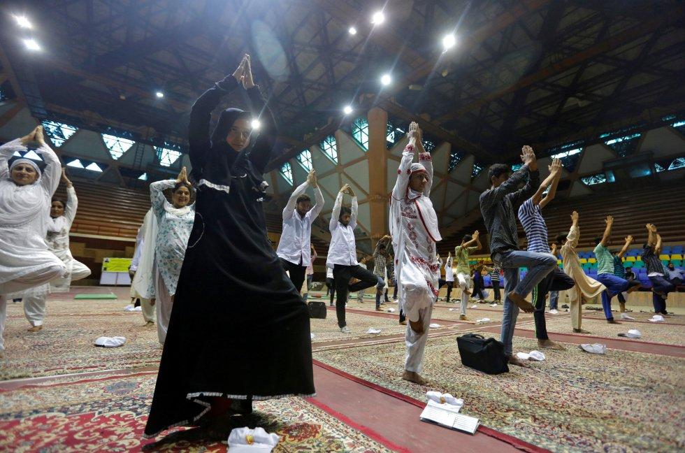 Día Internacional del Yoga en Srinagar (India).
