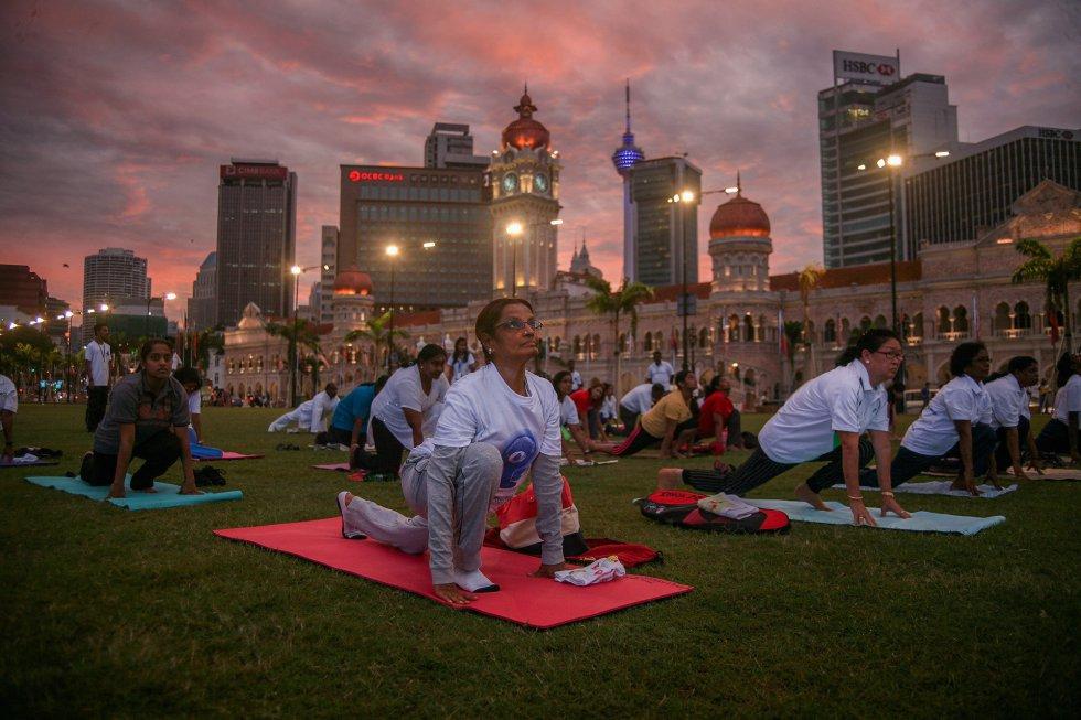 Día Internacional del Yoga en Kuala Lumpur, Malaysia.