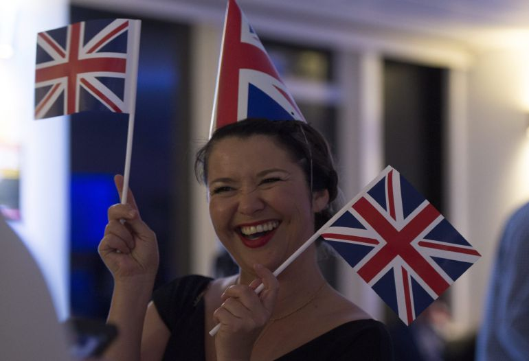 Una mujer asiste a un evento 'Leave.EU Referendum Party' en Londres