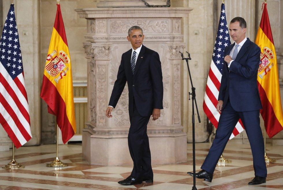 El rey Felipe VI, junto al presidente de los EEUU, Barack Obama, a su llegada al salón de las Columnas del Palacio Real