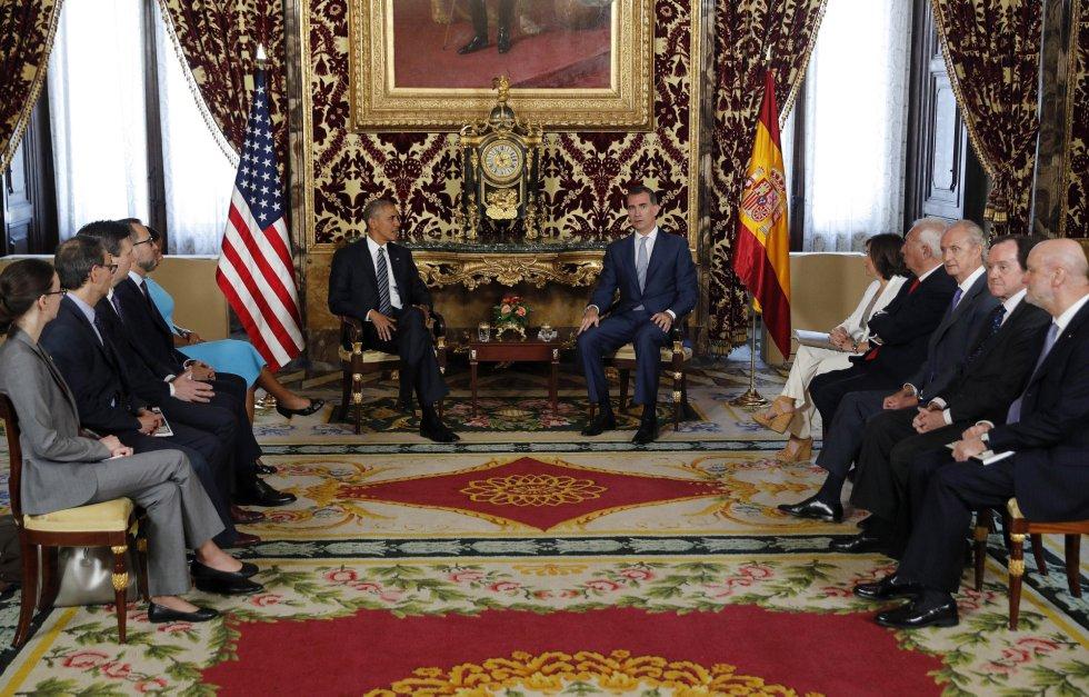 El rey Felipe VI, y el presidente de los EEUU, Barack Obama, junto a las autoridades americanas y españolas