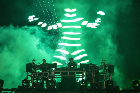 Ed Simons y Tom Rowlands, The Chemical Brothers, durante la sesión