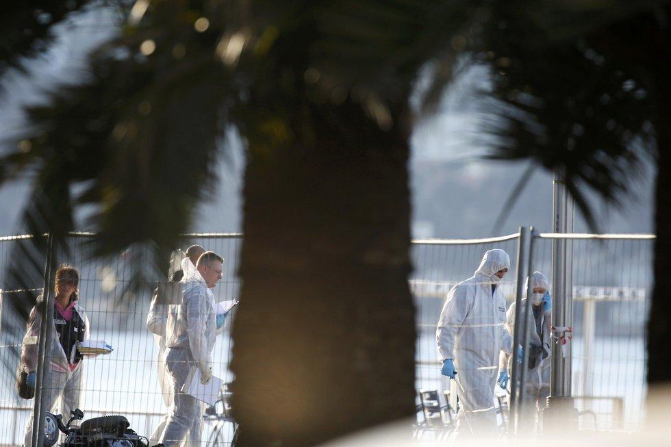 La policía forense francesa continúa su investigación