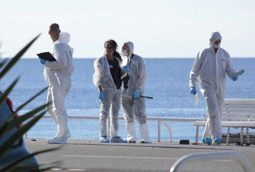 La policía forense investiga el escenario del ataque