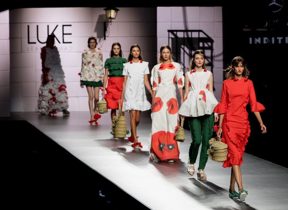 Modelos mostrando los diseños de  Luke Leandro Cano.
