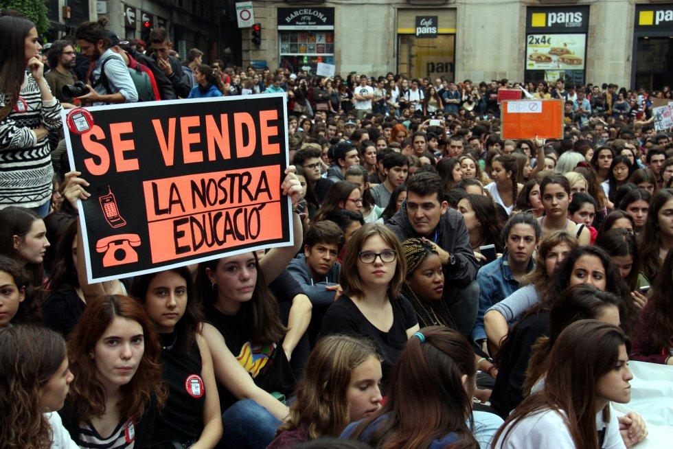 Manifestación en la plaza de San Jaume en Barcelona.