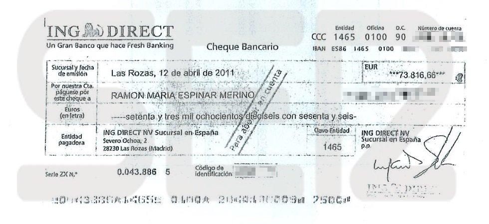 En la escritura notarial figura este cheque por valor de 73.816 euros que la pareja compradora emitió a nombre de Ramón Espinar. Se canceló la hipoteca a nombre de Espinar (comisiones incluidas) y le dieron otros 1.000 en mano.