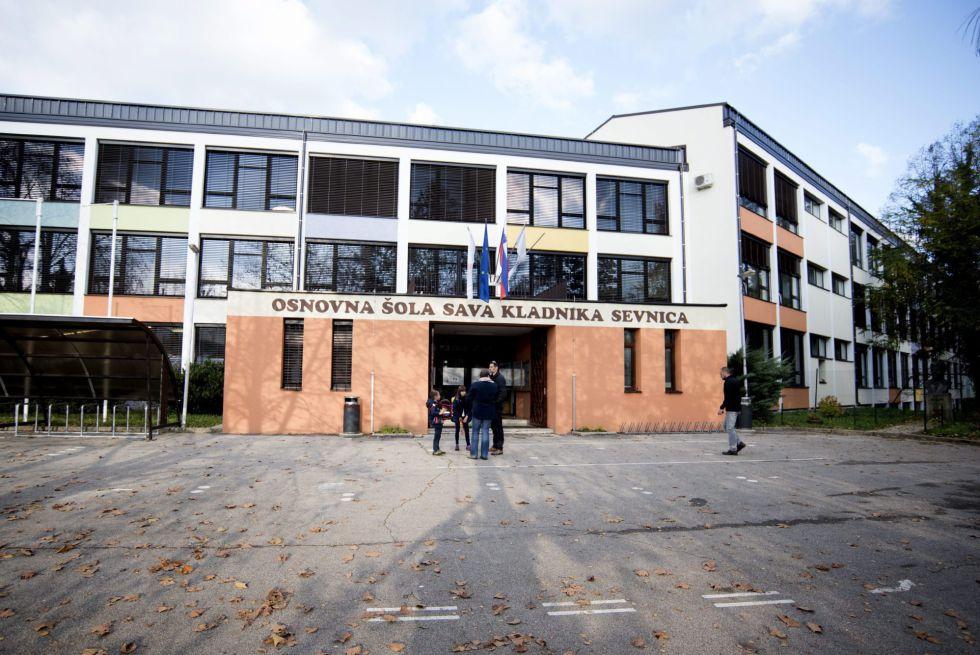 Colegio de primaria al que asistió la futura primera dama estadounidense, Melania Trump, en su localidad natal, Sevnica, Eslovenia.