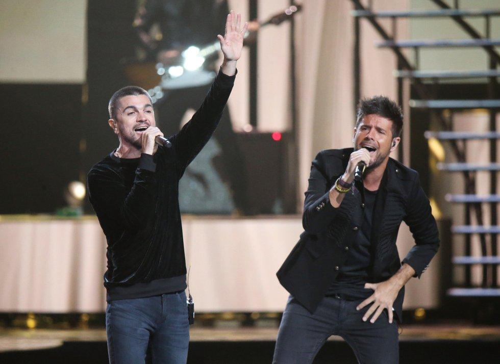 Pablo Lopez y Juanes.