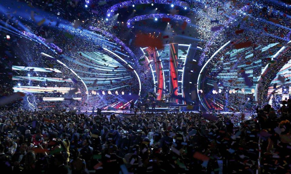 Plano general del escenario de los Grammy Latinos celebrados en Las Vegas, Nevada.