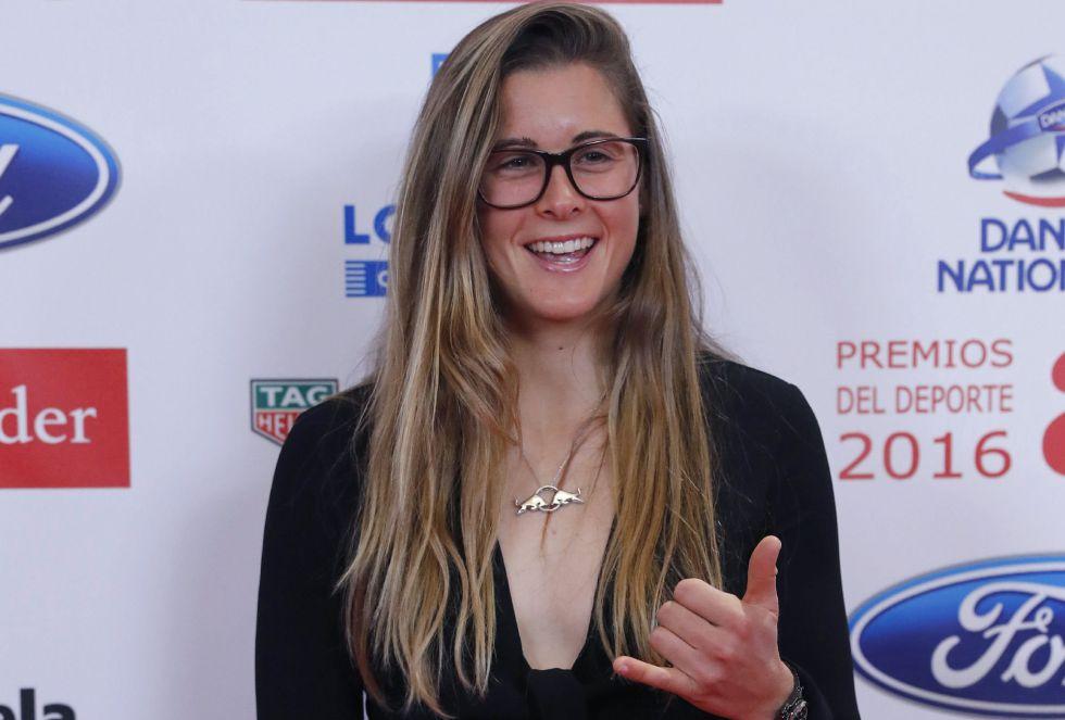 La deportista Gisela Pulido posa ante los medios