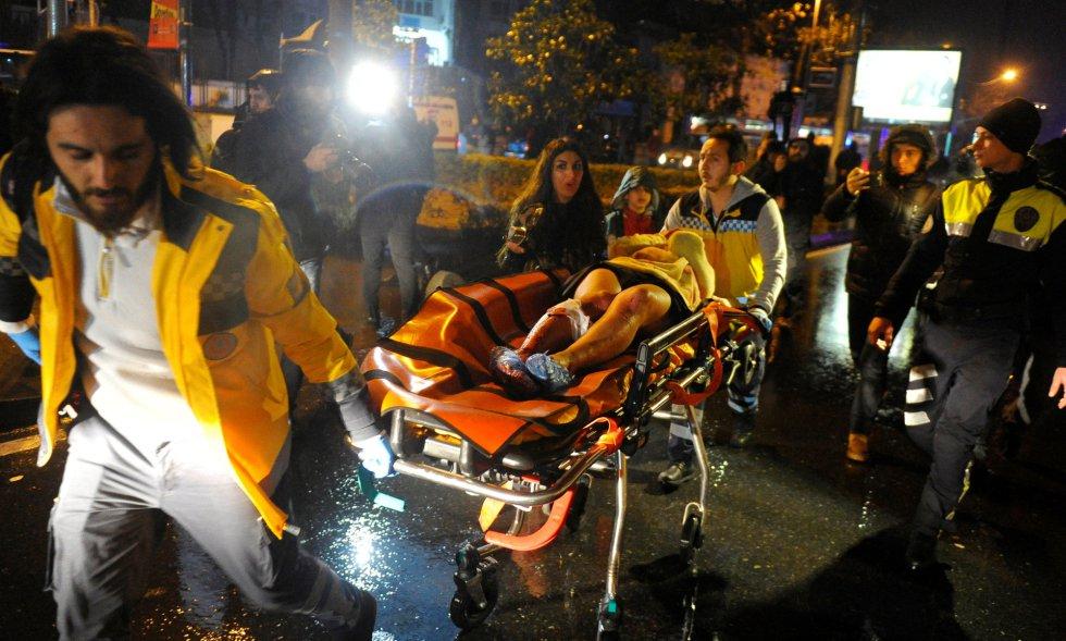 Una herida, trasladada después del ataque a un club de Estambul.