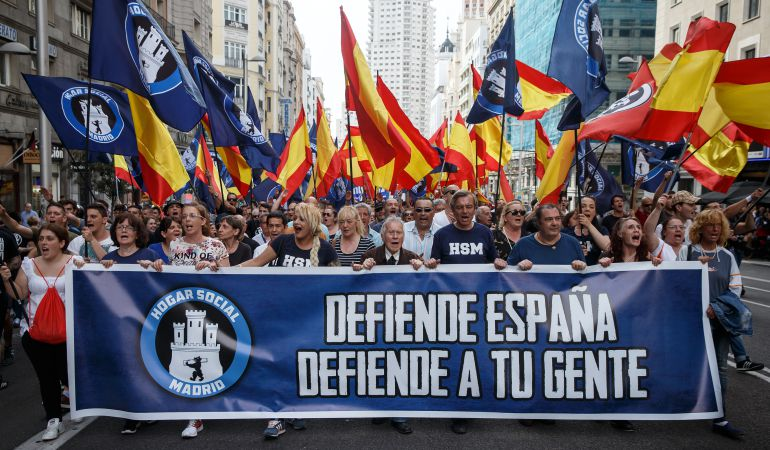 La reacción de los españoles de derechas bilaketarekin bat datozen irudiak