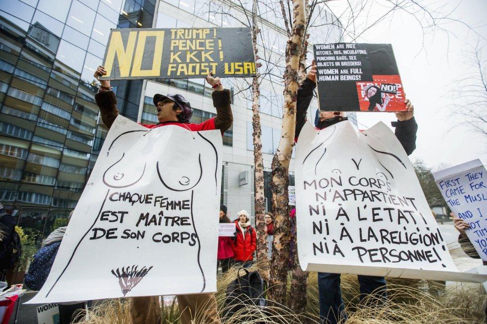 """""""La mujer es dueña de su cuerpo"""", otra de las pancartas contra el gobierno de Trump."""