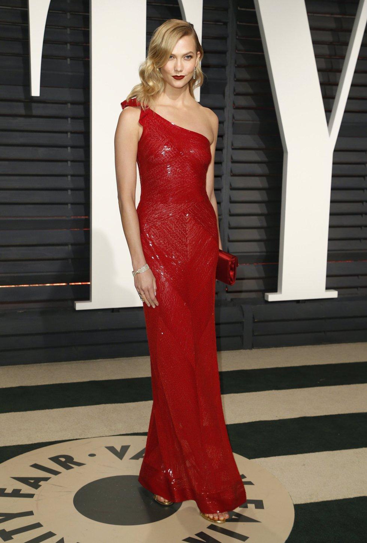 La modelo Karlie Kloss en la fiesta de Vanity Fair.