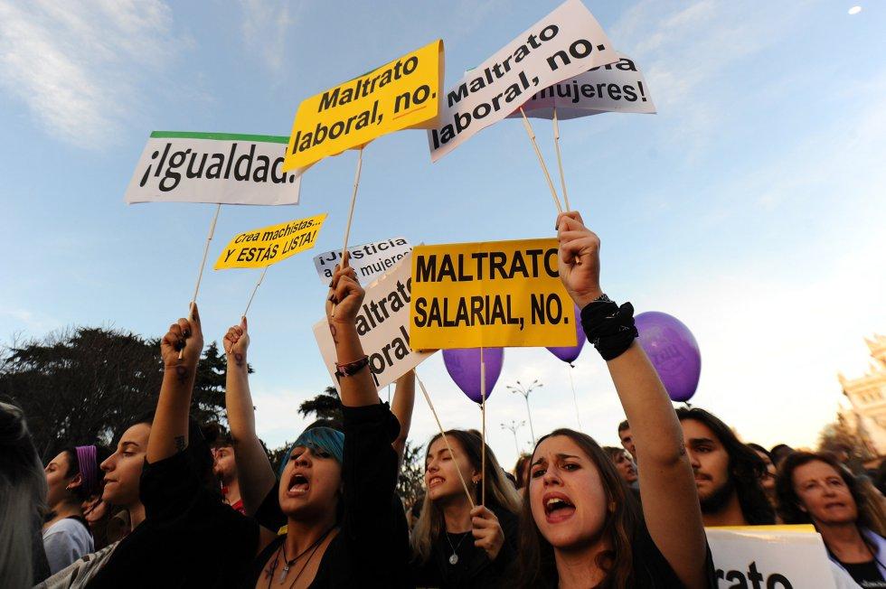 """""""Maltrato salarial, no"""", """"maltrato laboral, no"""", gritan las jóvenes en Madrid"""