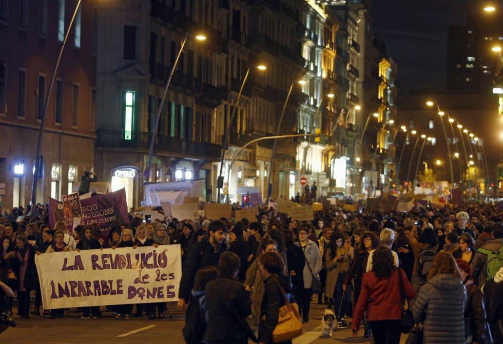 La cabecera de la manifestación por el centro de Barcelona