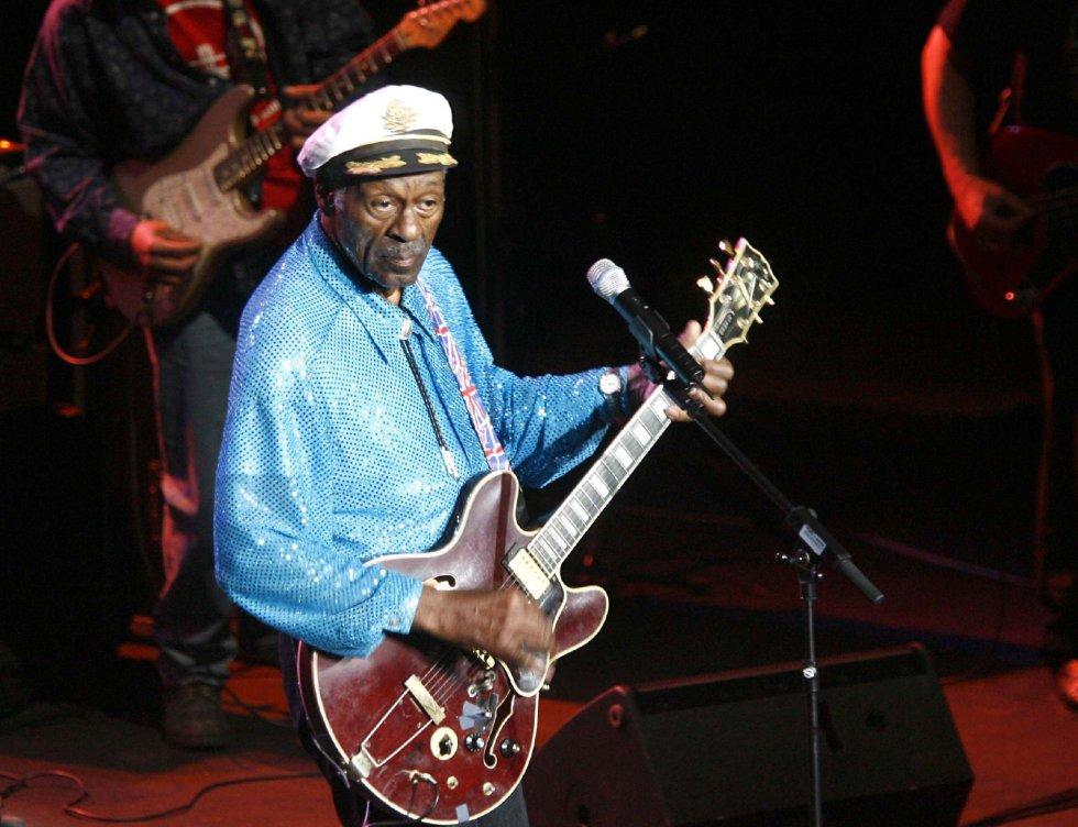Fotografía de archivo del 26 de marzo de 2008 del compositor y guitarrista estadounidense Chuck Berry durante un concierto en el auditorio de Castellón (España).
