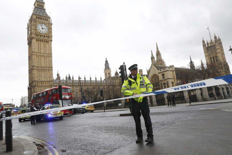 La zona más próxima al Parlamento británico ha sido acordonada por la Policía.