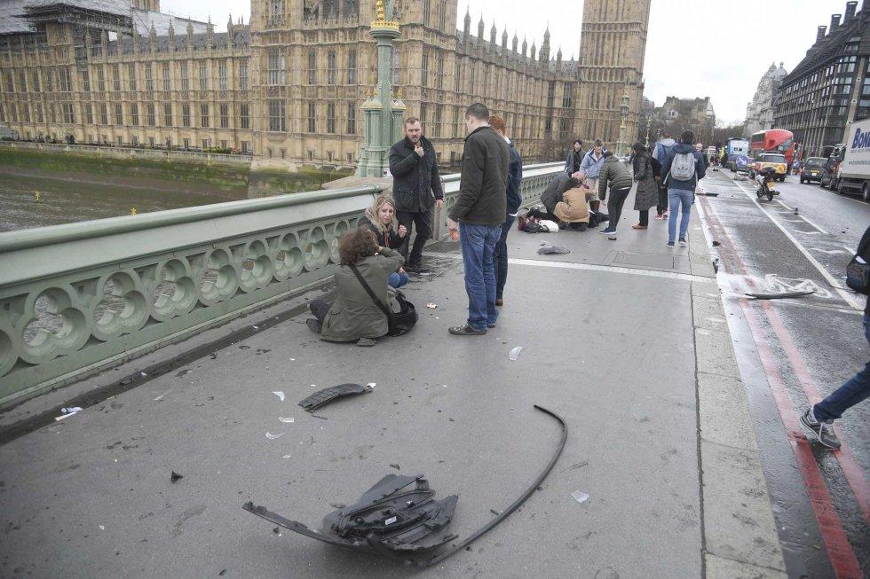 Varios de los heridos en el Puente de Westminster.