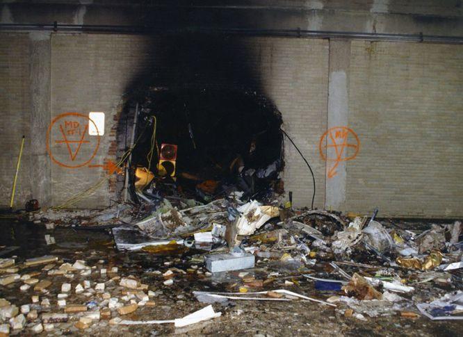 AR012 ARLINGTON (ESTADOS UNIDOS) 31/03/2017.- Imagen de los daños ocasionados en una pared interior después de que el vuelo 77 de American Airlines impactase contra las instalaciones del Pentágono tras ser secuestrado por cinco terroristas saudíes, poco tiempo después de partir el 11 de septiembre de 2001 del Aeropuerto Internacional de Dulles (Washington) con destino a Los Ángeles, causando la muerte a 125 personas dentro del edificio y a las 64 que iban a bordo. El FBI ha distribuido hoy, 31 de marzo de 2017, una veintena de nuevas imágenes de la tragedia en el Pentágono.